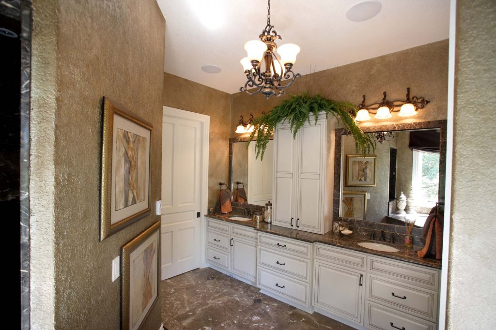 Maple, Antique White with Glaze, Venice Doors and Drawers, Full Overlay